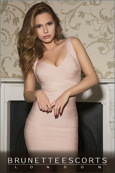 brunette-model-barbara