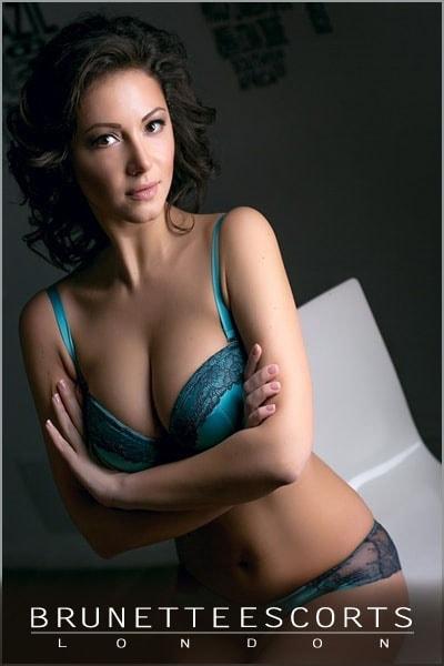 sexy-brunette-dominica